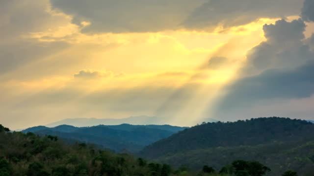Zeitraffer der Sunray über Berg