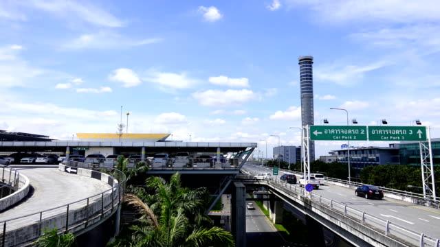 Zeitraffer der Ansicht der Parkplatz am Flughafen