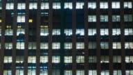 4K: Zeitraffer, Bürogebäude Blick am Abend