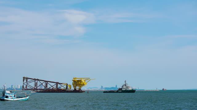 4 K time-lapse: booreiland op zee.