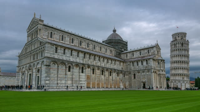 Zeitraffer: Pisa Wahrzeichen schiefen Turm Kuppel Miracoli Platz bei Sonnenuntergang
