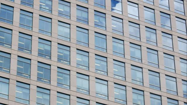4K tid förflutit skyskrapa kontorsaffären byggnad i London, England - time-lapse