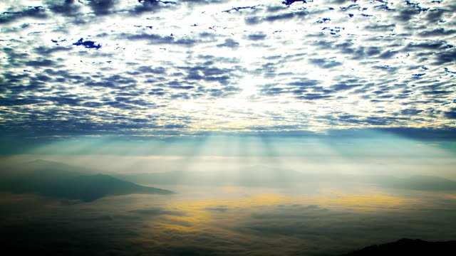 Time Lapse: Sunlight over foggy mountains