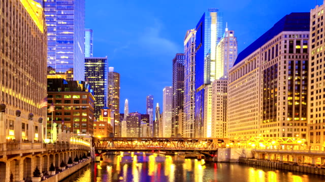 Time lapse : The Chicago downtown riverside at night.