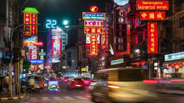 Time Lapse : Tourists in china town at night