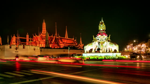 HD Time lapse : Traffic of Grand palace at night