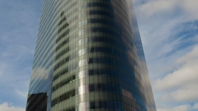 Time lapse vertical pan of office building in La Defense - Paris