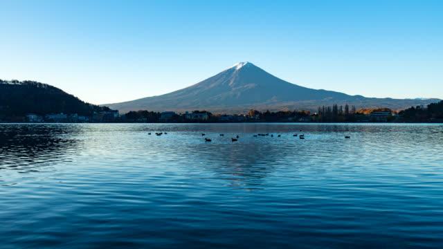 Time-lapse 4 k Mount Fuji reflectie van kawaguchiko meer in de herfst
