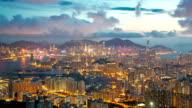 HD-Zeitraffer:  Luftbild der Skyline von Hong Kong Kowloon Stadt bei Sonnenuntergang