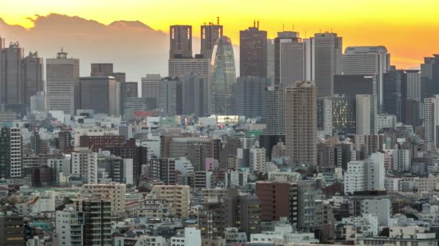 Zeitraffer: Luftaufnahme von Shinjuku, Tokios Stadtbild