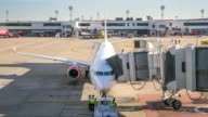 4K Time-Lapse: Airplane depart from Jetway Dock