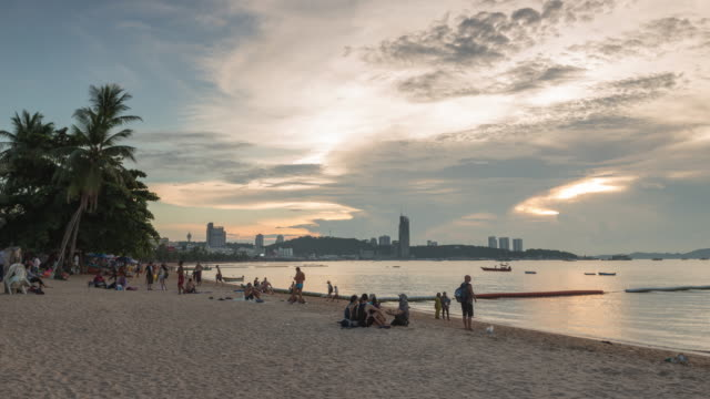 4K Time-lapse: Attractions  Holiday Weekend The Coast Pattaya Beach