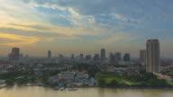 4 K - Zeitraffer: schöne Architektur in Bangkok Stadt um Chao Phraya River