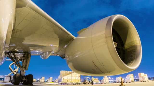 Time-lapse : Cargo plane and engine aircraft