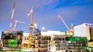 HD-Zeitraffer: Baustelle Arbeiten in der Dämmerung Schwenken