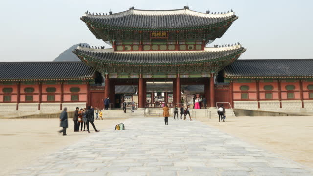 time-lapse - crowded people at Gyeongbokgung Palace,Korea