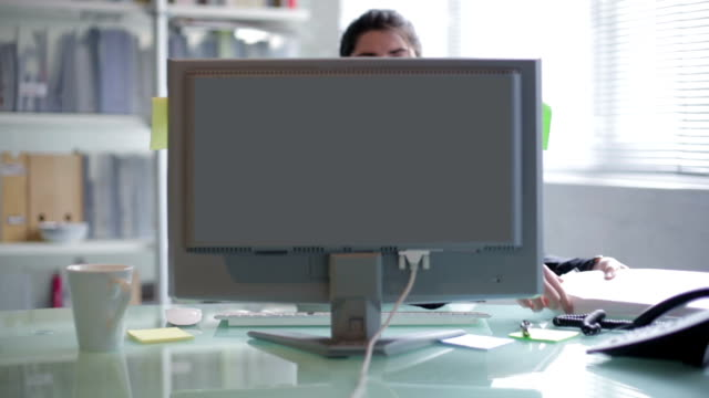 Timelapse desk woman    DE