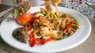 4K Time-lapse: eatting pad thai.
