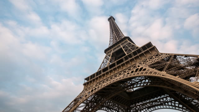 4K Timelapse: Eiffel Tower Paris with cloudscape evening, France