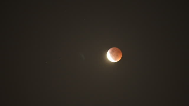HD Time-lapse: Lunar eclipse