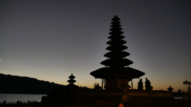 4 K Timelapse del film alba Pura Ulun Danu Bratan del Tempio
