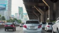 Time lapse di guida con macchina fotografica in auto