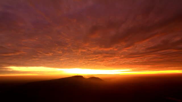 Timelapse von Sonnenaufgang und Nebel