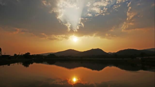 Zeitraffer des Sonnenuntergang in Reflexion See, 4 k (UHD