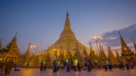 4K Timelapse of sunset at the Shwedagon pagoda.