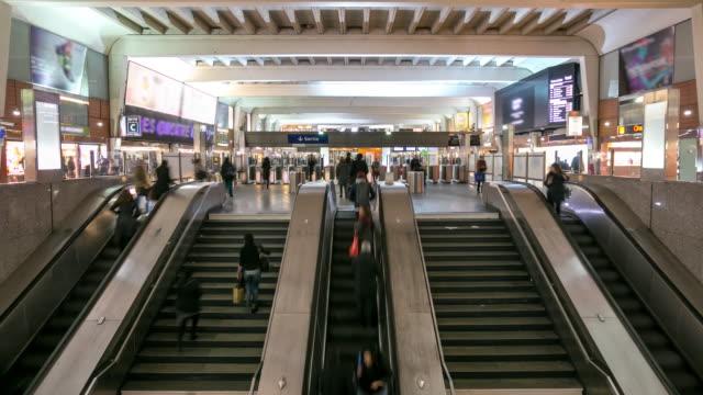 4K Time-lapse: Passenger Commuter Crowded at Metro Subway station Paris