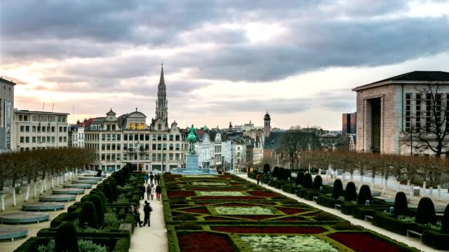 HD-Zeitraffer: Fußgängerzone im Brussels Grand Place garden Belgien Sonnenuntergang