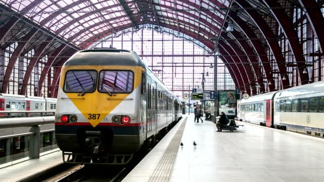 HD-Zeitraffer: Fußgänger überfüllt in Antwerp Central Station