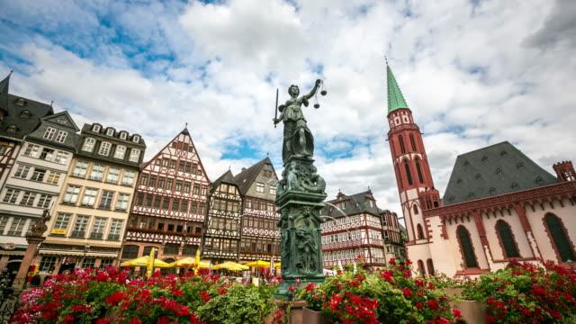 4 K Zeitraffer: Fußgänger überfüllten am Römerberg Town square Frankfurt am Main, Deutschland