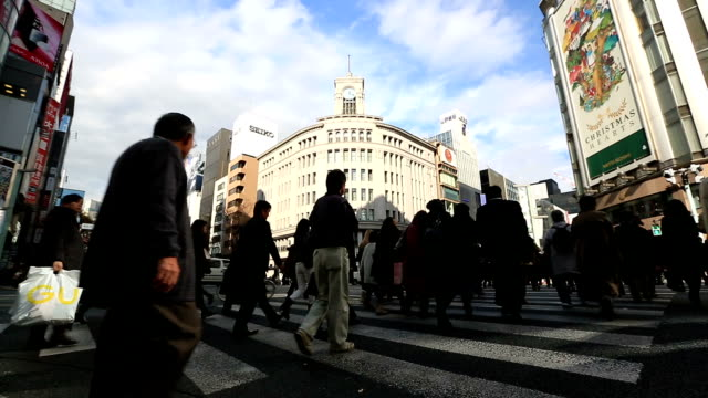 HD Time-lapse: Pedestrians cross at Ginza Crossing