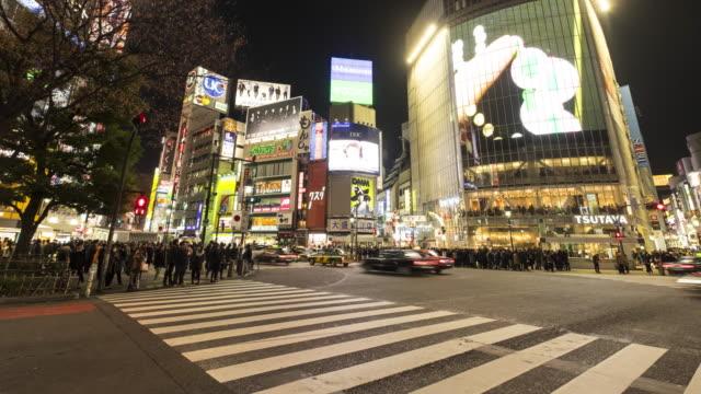 4K Time-lapse: Pedestrians cross at Shibuya Crossing, Tokyo