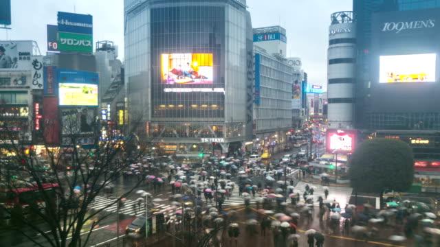 HD Time-lapse: Pedestrians cross at Shibuya with raining at dusk