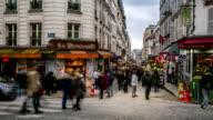HD-Zeitraffer : Fußgänger Menge in Einkaufsstraße Montmartre, Paris