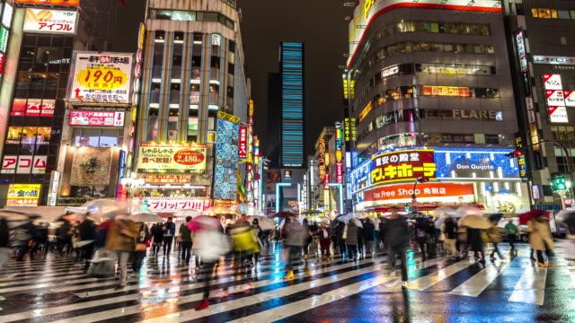 Time-lapse: Fotgängare trångt Kabuki-cho Shinjuku Tokyo nattetid