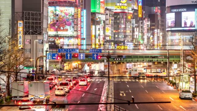 HD Zeitraffer: Fußgänger drängten sich nachts Shinjuku-Tokio