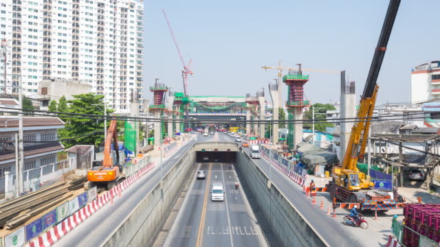 4 K Zeitraffer : Straße und Brücke Verkehr auf Baustelle