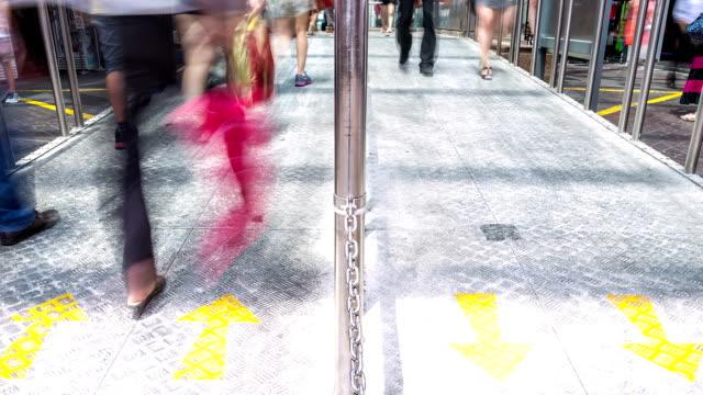 HD-Zeitraffer: Menschenmenge in China town U-Bahn-station Singapur