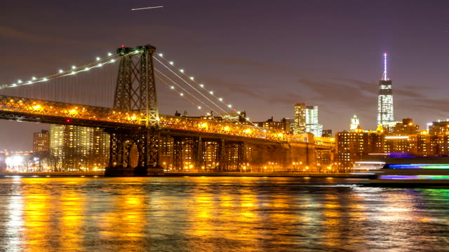 HD Timelapse: williamsburg bridge at night, brooklyn New York City