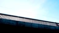 Moe en nerveus bussinesman uitgevoerd op de brug