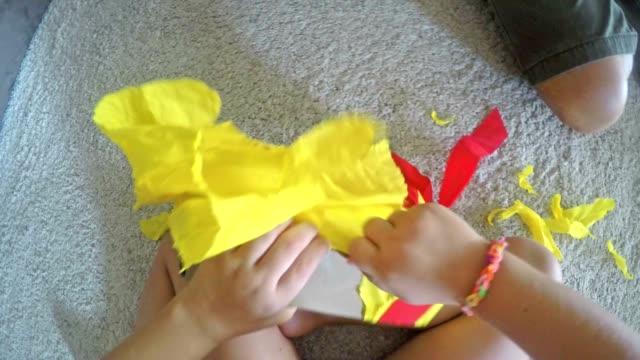 POV Kleinkinder – Eröffnung ein Geburtstagsgeschenk