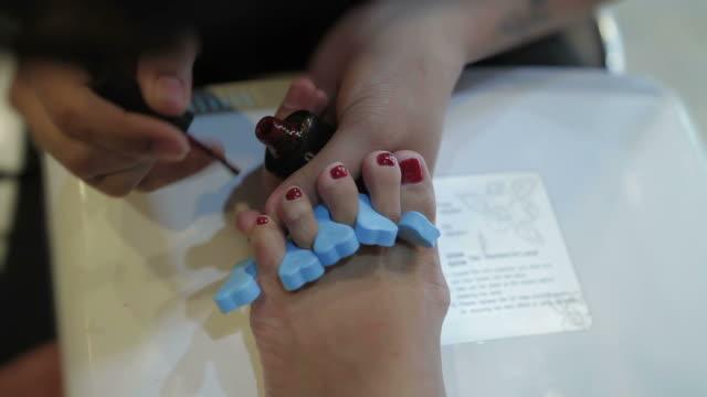 toenail painting spa
