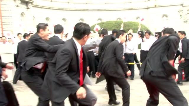 Tokyo Metropolitan Police revealed a training session for security agents on Nov 20 with 135 officers participating The officers showed how to...