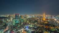De skyline van Tokyo nachttijd
