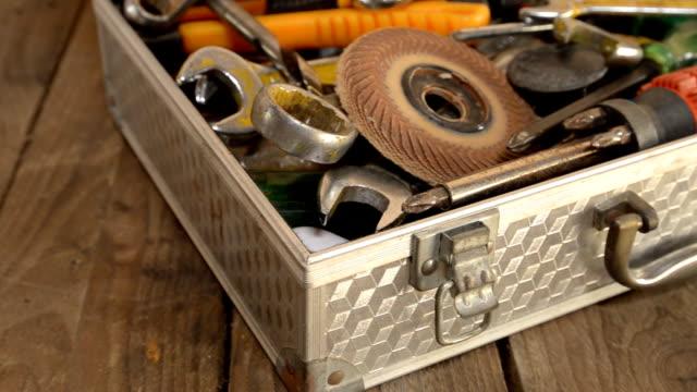 tool Renovierung auf grunge-Holz, Dolly shot