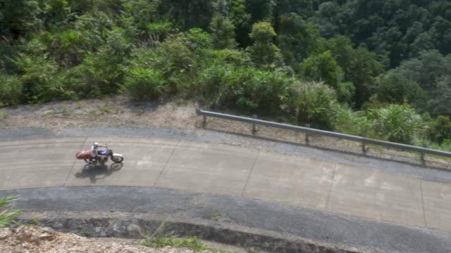 Top-Down Ansicht von zwei Motorradfahrer auf der Ho-Chi-Minh-Straße