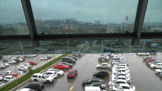 Sintflutartige Regenfälle mit Parkplatz